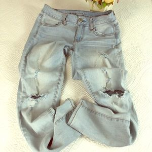 American eagle ripped light wash denim jeggings